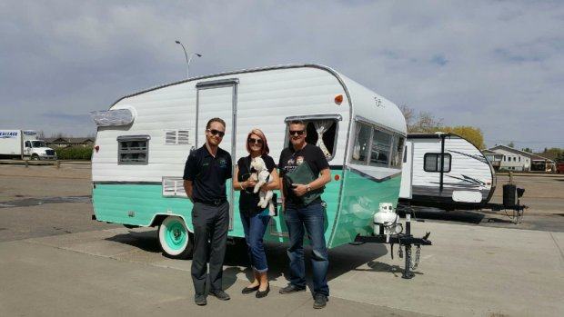 Shasta Airflyte 16 for Road Trip USA